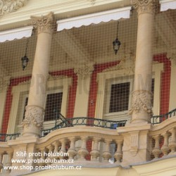 Sítě proti holubům 5,95 x 1,8 m - samotná síť balkon / lodžie  www-proti-holubum-cz
